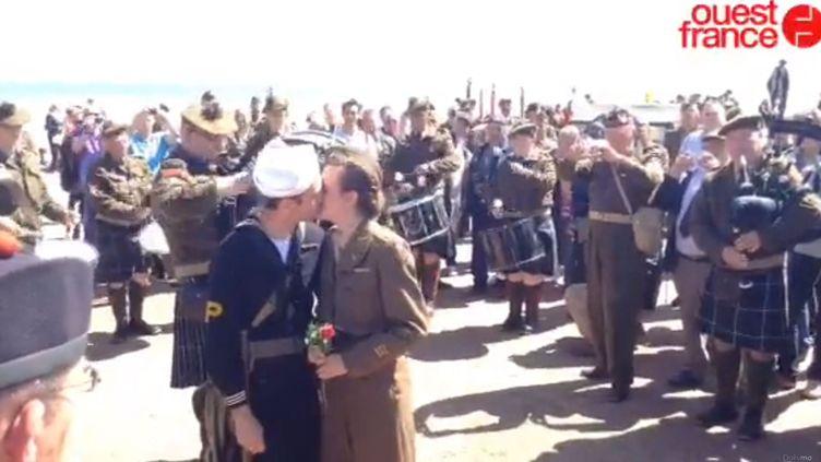 William a demandé en mariage sa compagne Anaïs sur la plage d'Omaha Beach (Calvados), en marge des cérémonies de commémoration du Débarquement, le 7 juin 2014. (OUEST FRANCE)