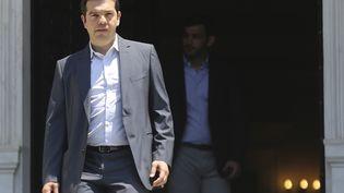 Le Premier ministre grec Alexis Tsipras quitte son bureau à Athènes, le 9 juillet 2015. ( ALKIS KONSTANTINIDIS / REUTERS)