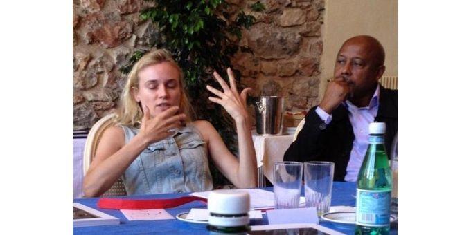 Diane Kruger, aux belles mains éloquentes, et Raoul Peck, attentif...  (Gilles Jacob  (@jajacobbi))