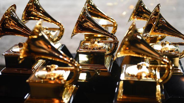 Les trophées des Grammy Awards durant la cérémonie à New York, aux Etats-Unis, le 28 janvier 2018. (DON EMMERT / AFP)