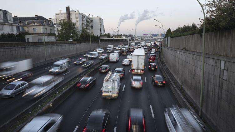 Des véhicules sur le périphérique parisien, en 2018. (DEROUBAIX JEAN-FRANCOIS / HEMIS / AFP)