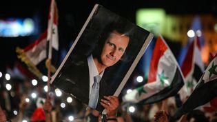 Des milliers de personnes se sont rassemblées à Damas (Syrie), après les résultats de l'élection présidentielle, le 27 mai 2021.  (LOUAI BESHARA / AFP)