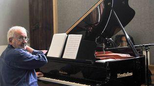 Claude Carrière au piano (photo non datée) (Sophie Le Roux)
