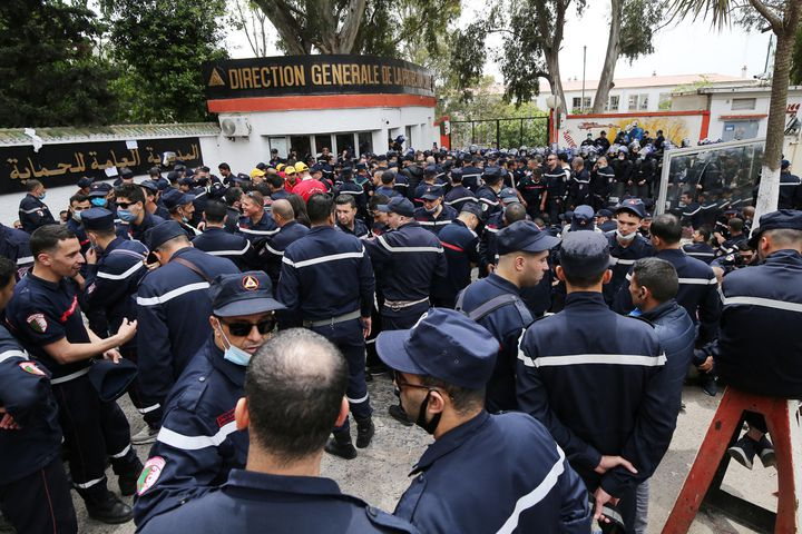 The agents went to the Directorate of Civil Protection in Algiers on May 2, 2021. They also demanded the release of one of their colleagues arrested during a previous demonstration.  (BILLAL BENSALEM / NURPHOTO)
