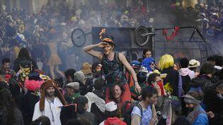 Selon la préfecture, 6 500 personnes ont participé à un carnaval non autorisé à Marseille malgré l'épidémie de Covid-19, dimanche 21 mars 2021. (CHRISTOPHE SIMON / AFP)