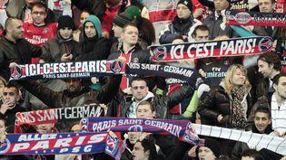 Des supporters parisiens lors d'un match contre le RC Lens, le 8 janvier 2011. (JACQUES DEMARTHON / AFP)