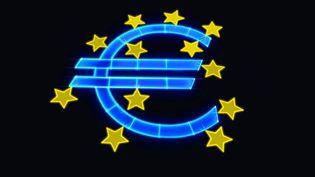 Les décisions de la Banque centrale européenne donnent le la dans les 18 pays qui ont l'euro pour monnaie. (MANUEL COHEN / AFP)