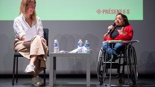 Elisa Rojas (à droite), avocate au barreau de Paris, lors d'une conférence sur la place des femmes dans l'espace public et intérrogée par une journaliste Lauren Bastide (à gauche), le 11 octobre 2018. (GAEL DUPRET / MAXPPP)