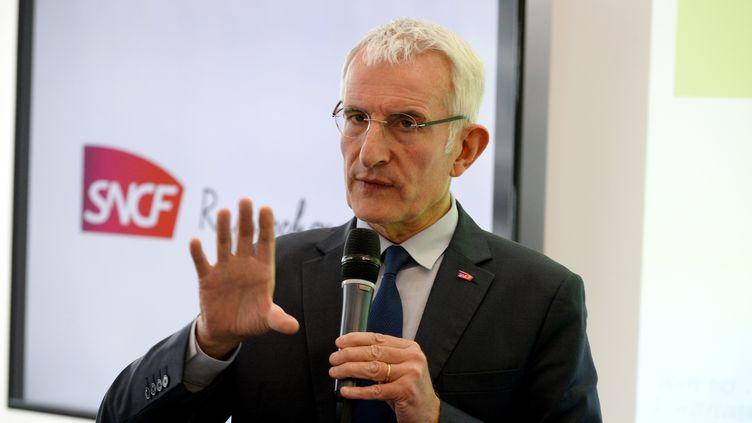 Le patron de la SNCF, Guillaume Pepy, lors d'une conférence de presse, le 27 février 2017, à Saint-Denis (Seine-Saint-Denis). (ERIC PIERMONT / AFP)