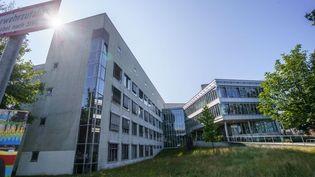 Un bâtiment de l'université de technologie de Darmstadt (Allemagne), le 24 août 2021. (FRANK RUMPENHORST / DPA / AFP)