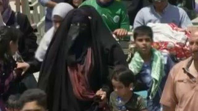 Irak : les habitants de Ramadi fuient par milliers vers Bagdad, à pied