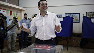 Le leader de Syriza, Alexis Tsipras, vote lors des législatives grecques à Athènes, dimanche 20 septembre 2015. (ALEXANDROS MICHAILIDIS / SOOC)