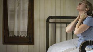 Une femme n'arrive pas à trouver le sommeil. Photo d'illustration. (FR?D?RIC CIROU / MAXPPP)
