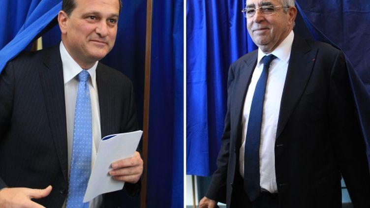 Louis Aliot (à gauche) et Jean-Marc Pujol (à droite), dimanche 23 mars 2014 lors du premier tour des élections municipales de Perpignan (Pyrénées-Atlantiques). (RAYMOND ROIG / AFP)