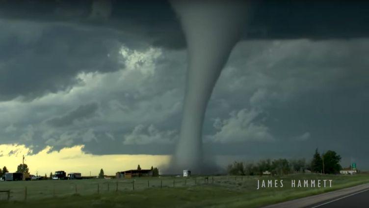 Une énorme tornade a frappé le secteur de Laramie (Etats-Unis), mercredi 6 juin 2018. (JAMES HAMMETT / YOUTUBE)
