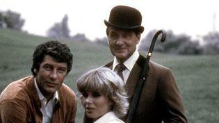 Chapeau melon et bottes de cuir (1976) : Gareth Hunt, Joanna Lumley, Patrick MacNee  (Allo Ciné)