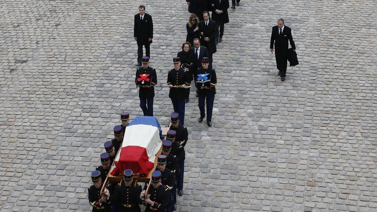 Les obsèques d'Alain Decaux, dansla cathédrale Saint-Louis-des-Invalides, à Paris, le 4 avril 2016. (PATRICK KOVARIK / AFP)