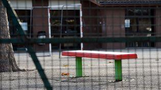 L'école Aliénor d'Aquitaine de Cadaujac (Gironde), où exerçait le directeur d'école condamné pour détention d'images pédopornographiques, le 4 novembre 2014. (MEHDI FEDOUACH / AFP)