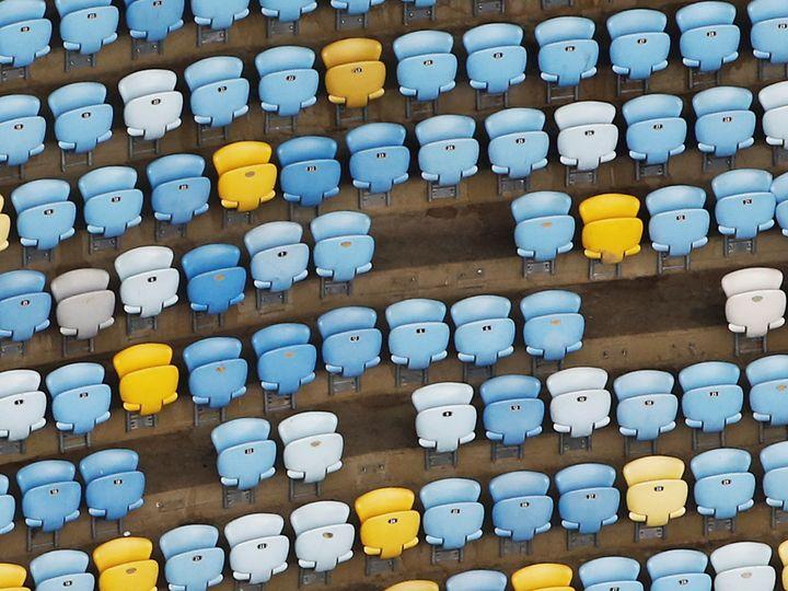 Une vue aérienne des tribunes du stadeMaracanã, où des sièges se sont décrochés, le 12 janvier 2017. (NACHO DOCE / REUTERS)