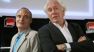 Le directeur de France Inter, Philippe Val (à gauche), avec le président de Radio France, Jean-Luc Hess le 28 août 2010 (AFP - PIERRE VERDY)