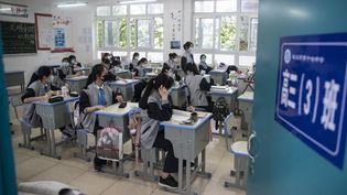 Une salle de cours au lycée à Wuhan (Chine), le 6 mai 2020. (STR / AFP)