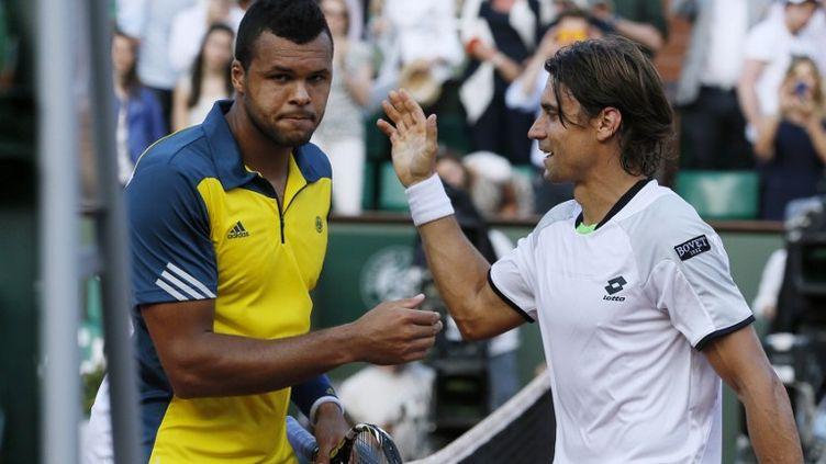 Jo-Wilfried Tsongaest complètement passé à côté de sa première demi-finale parisienne, vendredi 7 juin 2013. (PATRICK KOVARIK / AFP)