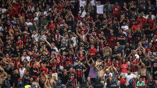 Les supporters niçois lors du match Nice-OM, le 22 août 2021, à l'Allianz Riviera. (VALERY HACHE / AFP)