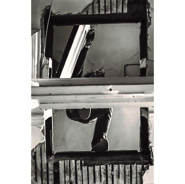 """Gordon Matta-Clark, """"Bronx Floor: Boston Road"""", 1972,Courtesy The Estate of Gordon Matta-Clark et David Zwirner, New York / Londres / Hong Kong  (2018 The Estate of Gordon Matta-Clark / ADAGP, Paris)"""