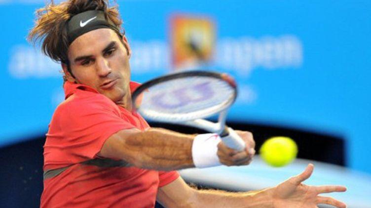 Regard fixé sur la balle pour Roger Federer