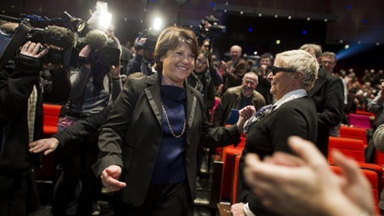 Martine Aubry saluée par des militants, lors de son arrivée au Palais des congrès à Paris, le 30 janvier 2011. (AFP - Fred Dufour)