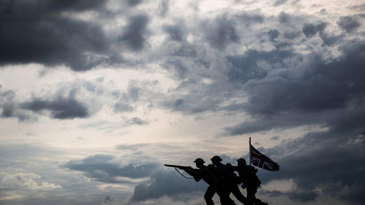 Une vue du mémorial britannique du débarquement en Normandie de la Seconde Guerre mondiale par le sculpteur David Williams-Ellis, se profile le long de la plage de Gold à Ver-sur-Mer le 6 juin 2019, dans le cadre des commémorations du jour J marquant le 75e anniversaire (JOEL SAGET / AFP)