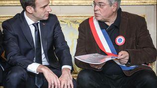 Emmanuel Macron etVanik Berberian, durant une réunion sur le grand débat, le 14 janvier 2019 à Paris. (LUDOVIC MARIN / AFP)