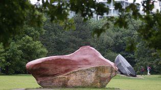 """La pierre """"Kueka"""", considérée comme sacrée par le peuple Pemon du Venezuela et exposée depuis vingt ans àBerlin, a été restituée par l'Allemagne (ici au Tiergarten en juin 2012) (KAY NIETFELD / NEWSCOM / EFE / MAXPPP)"""