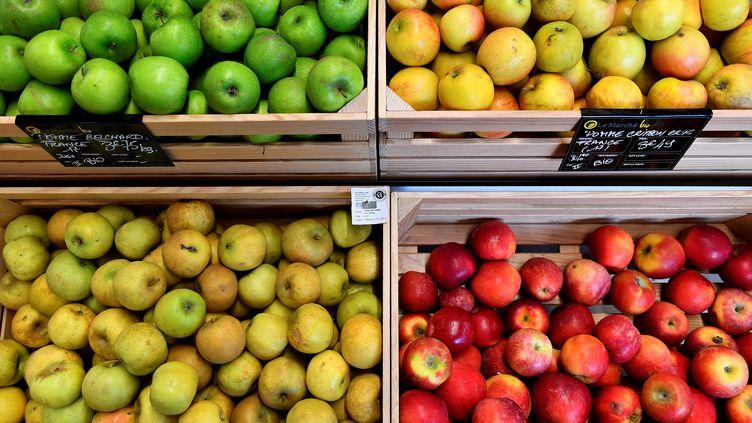 Des pommes dans un supermarché de l'Ouest de la France en octobre 2018. (GEORGES GOBET / AFP)