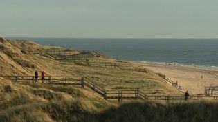 Comme chaque soir cette semaine, le 19/20 poursuit son tour des plages européennes. Direction le Nord de l'Allemagne : l'île Fehmarn dans la mer Baltique. (France 3)