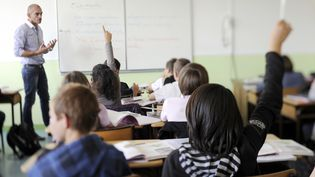 Des élèves d'un collège de Tinténiac (Ille-et-Vilaine), le 23 septembre 2011. (DAMIEN MEYER / AFP)