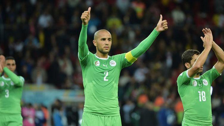 Les Algériens remercient leur public après l'élimination en Coupe du monde face à l'Allemagne 2-1. (GABRIEL BOUYS / AFP)
