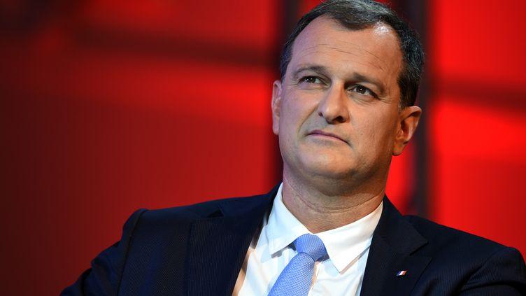 Le candidat du FN en Languedoc-Roussillon-Midi-Pyrénées, Louis Aliot, lors d'un meeting à Nîmes (Gard), le 2 décembre 2015. (PASCAL GUYOT / AFP)