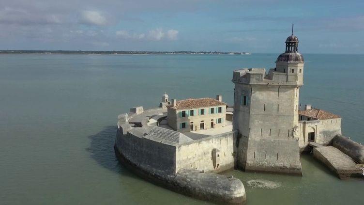 Il n'y a pas que le fort Boyard en Charente-Maritime. Son cousin, le fort Louvois, recèle lui aussi bon nombre de trésors. (FRANCE 2)