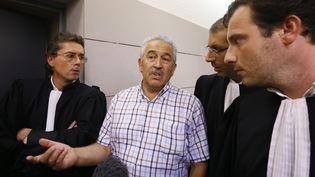 Stephan Turk (C), le bijoutier qui a tué un des braqueurs de son magasin, répond aux questions des journalistes, le 13 septembre 2013 à Nice (Alpes-Maritimes). (MAXPPP)