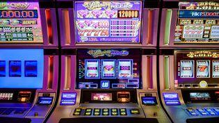 Des machines à sous au casino de Macao (Chine), le 19 septembre 2012. (PHILIPPE LOPEZ / AFP)