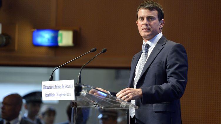 Le ministre de l'Intérieur, Manuel Valls, le 30 septembre 2013 à Paris. (ERIC FEFERBERG / AFP)