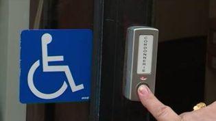 Depuis 2011, le 30 avril célèbre la journée mondiale des mobilités de l'accessibilité. Malgré les aménagements imposés par la loi, il est toujours bien difficile pour les personnes en situation de handicap de se déplacer en toute liberté dans l'espace public. (FRANCE 3)