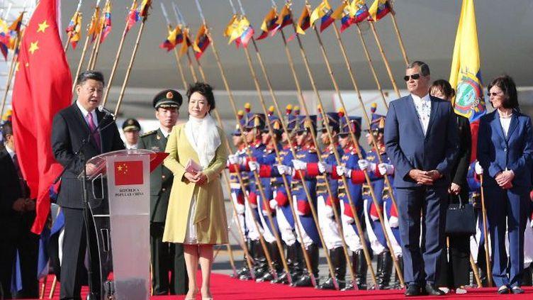 Le président chinois Xi Jinping prononce un discours lors d'une cérémonie de bienvenue organisée par le président équatorien Rafael Correa à l'aéroport de Quito, en Equateur, le 17 novembre 2016. (Ma Zhancheng / XINHUA)