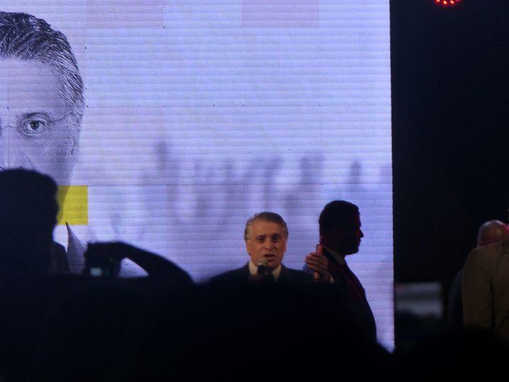 Nabil Karouilors d'unmeeting de campagneà Tunis le 11 octobre 2019, quelques heures avant le débat qui l'a opposé à la télévision à son adversaire Kaïs Saïed (FTV - Laurent Ribadeau Dumas)