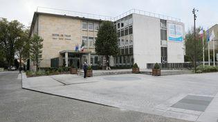 La mairie de Mantes-la-Jolie (Yvelines), le 7 novembre 2013. (JACQUES DEMARTHON / AFP)