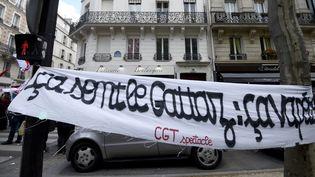 Une banderole de la CGT Spectacle le 28 avril à Paris.  (Eric Feferberg / AFP)
