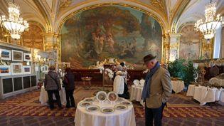 (L'Hôtel de Paris espère récupérer entre 1 et 1.5 million d'euros après cette vente aux enchères. © Maxppp)