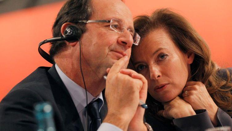 François Hollande et sa compagne Valérie Trierweiler à Berlin (Allemagne), le 5 décembre 2011. (PATRICK KOVARIK / AFP)