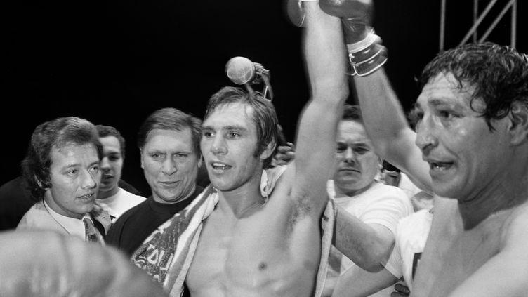 Le boxeurJean-Claude Bouttier lors de sa victoire contre Carlo Duran, le 10 juin 1971 à Paris. (STF / AFP)